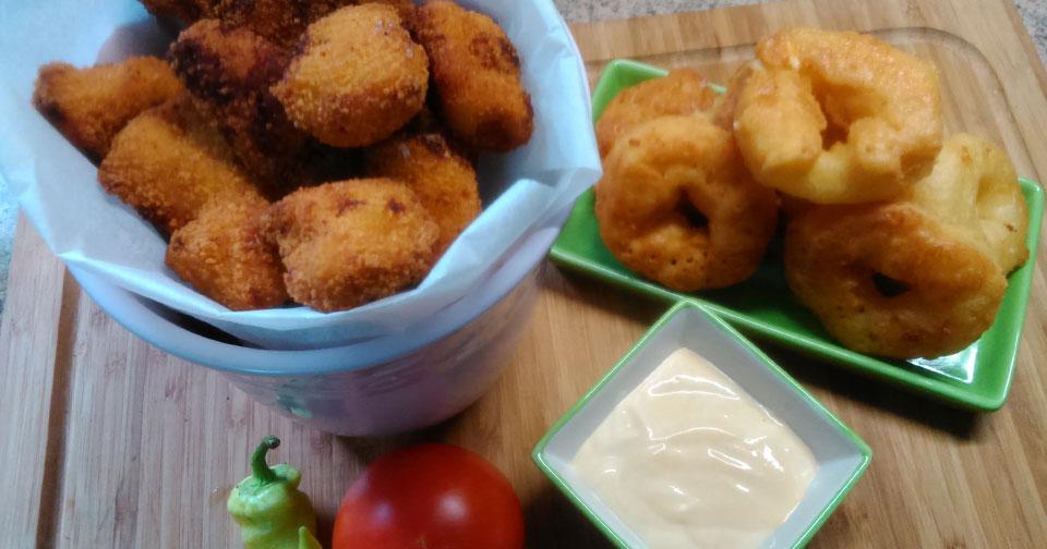Μπουκιές Κοτόπουλου με Σως Γιαουρτιού - Chicken Nuggets with Greek Yogurt Sauce