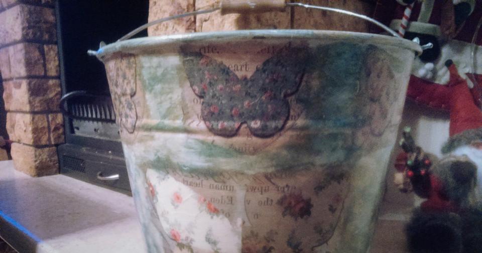 Ντεκουπάζ σε Μεταλλικό Κουβά - Decoupage on Metal Bucket