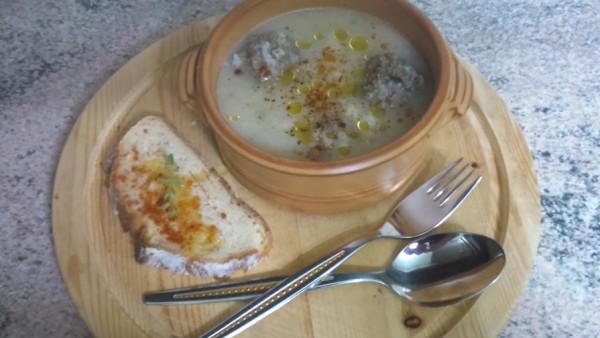 Σούπα Γιουβαρλάκια - Meatballs Soup