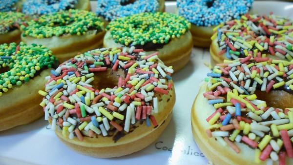 Μίνι Ντόνατς με Σοκολάτα και Τρούφα - Mini Doughnuts with Chocolate and Sprinkles