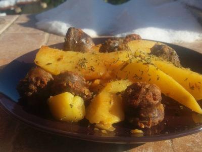 Πατάτες με χωριάτικο λουκάνικο