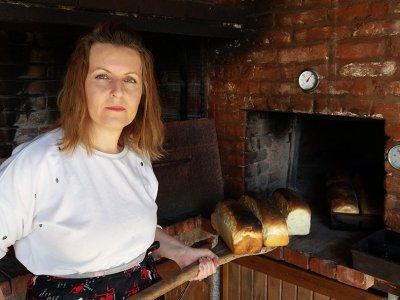 Ψωμί στον ξυλόφουρνο