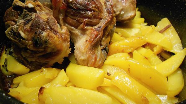 Χοιρινό Κότσι με Πατάτες - Pork Shank with Potatoes