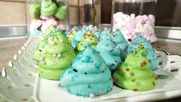 Χριστουγεννιάτικα δεντράκια μαρέγκας